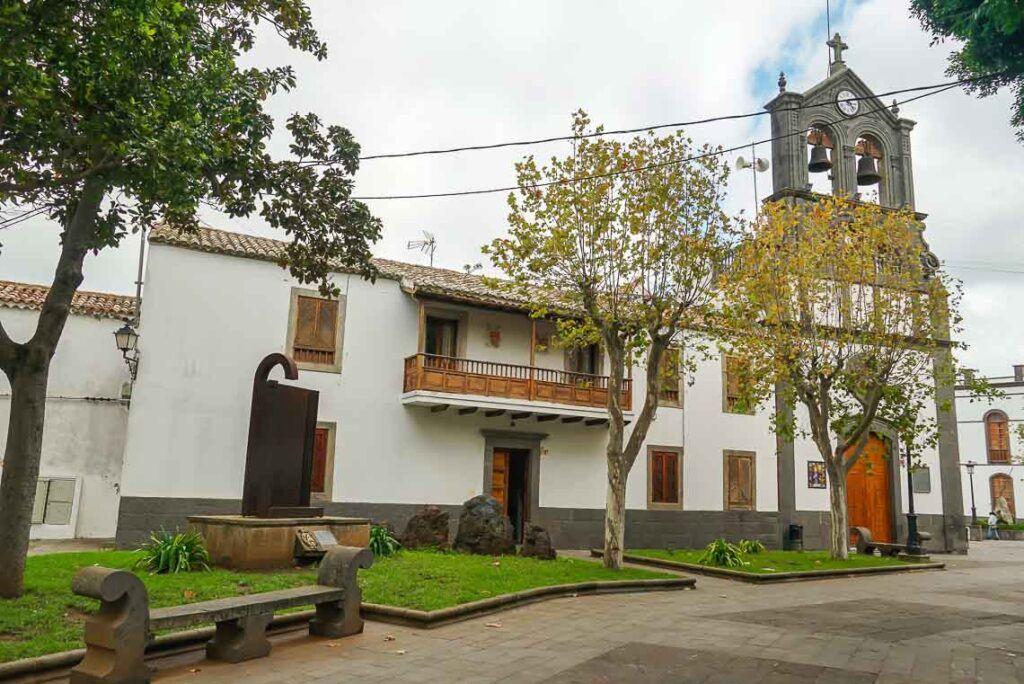 Iglesia y Plaza de San Roque en Firgas
